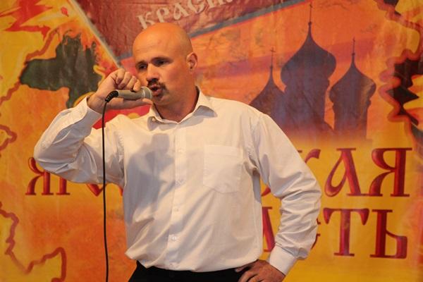 Дуэт из ярославской колонии №1 судьи назвали лучшим единогласно. Артисты исполнили лиричные песни известных исполнителей, которые сопровождали игрой на гитаре и синтезаторе.