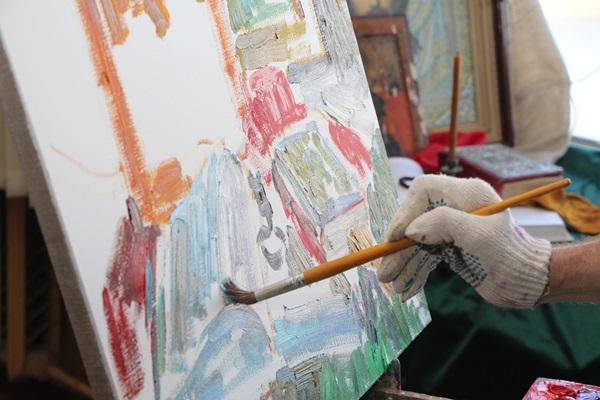 Осужденным из ИК-2 УФСИН России по Ярославской области представилась уникальная возможность поучаствовать в мастер-классе по технике написания икон и православной живописи.